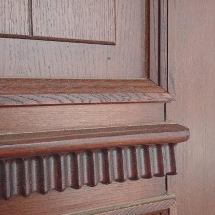 Koka durvis ar zīmējumu