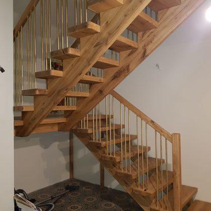 Iekštelpu koka kāpnes